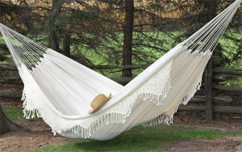 white double hammock with fringe 3 steps to choosing an indoor hammock bed  rh   sleepinginahammock